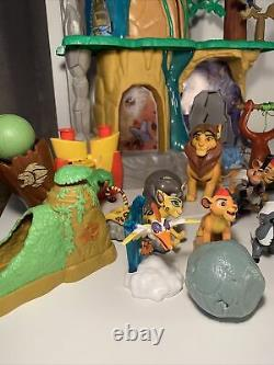 Disney Lion King Lion Guard Training Lair Playset toy with Lots Of Figures Rare