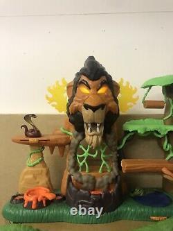 Full Set Lion Guard, Rise Of Scar, Hyena Hide Out, Training Lair Plus 9 Figures