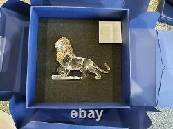 SWAROVSKI DISNEY Figurine Lion King Mufasa 2010 1048265 Collectable. BrandNew
